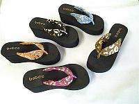 Womens Wedge Style Lip Flip Flops   #FG-lipflips