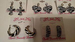 Black & White Zebra Print Earrings    #ZebraEarrings