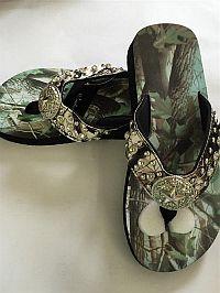 New Isabella Rhinestone Green Camo Star Flip Flops        #LGW60GR